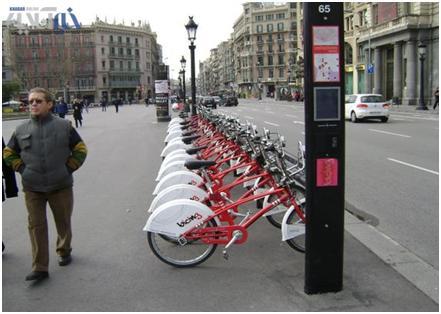 ایستگاه دوچرخه در بارسلونا و لندن