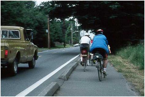 مسیر های ویژه دوچرخه سواری دارای موانع فیزیکی خطرناک هستند