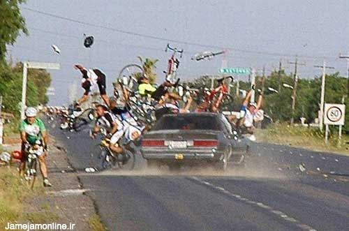 تصادف وحشتناك ماشين با عده اي دوچرخه سوار!