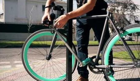 دوچرخه ای که خودش قفل خودش است (فیلم)