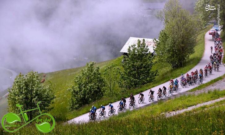 دوچرخه سواری در کنار ابرها