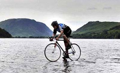 دوچرخه سواری روی آب + عکس