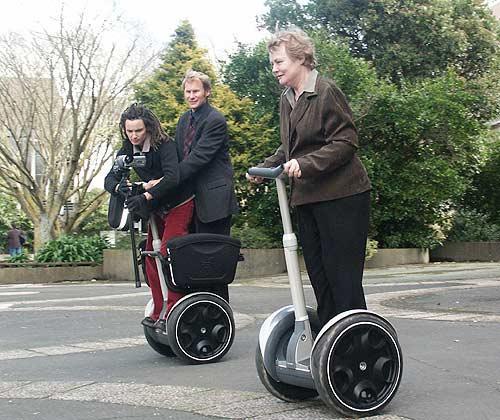 موضوع پست: segway – انقلابی در حمل و نقل سبک شهری