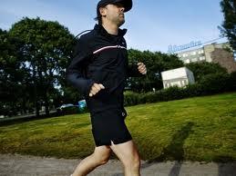 پیاده روی بهترین داروی بشر است. بقراط.