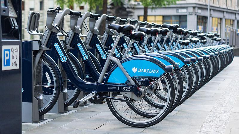 دستگاه خودکار تحویل دوچرخه در لندن در طرح کرایه دوچرخه بارکلیز.